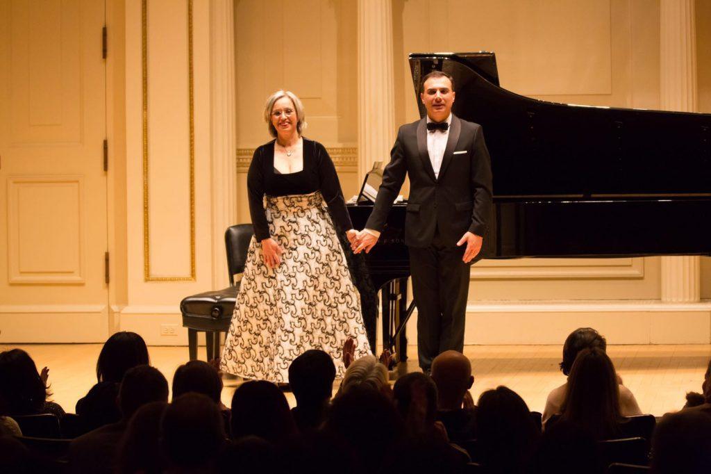 """El dúo de piano Carles Lama y Sofia Cabruja recibe la """"Medalla Europea al Mérito en el Trabajo"""""""